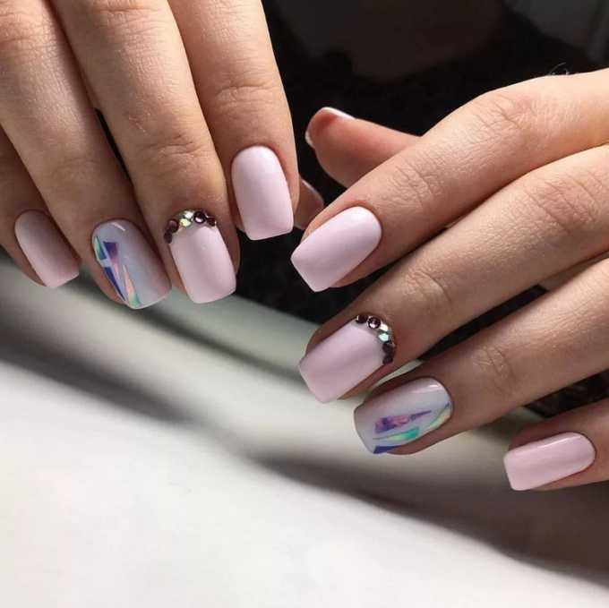 Маникюр 2021 модные тенденции на короткие ногти